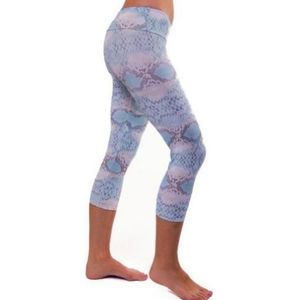 Onzie White Cobra Print Crop Capri Leggings